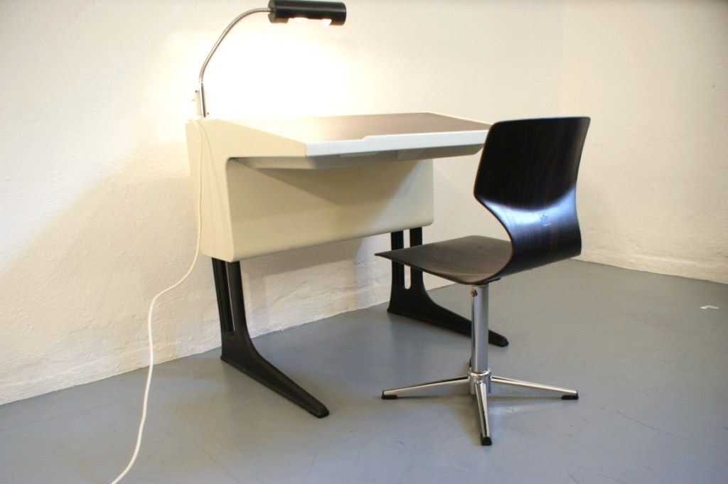 Luigi colani fl totto schreibtisch mit lampe und stuhl for Brauner stuhl